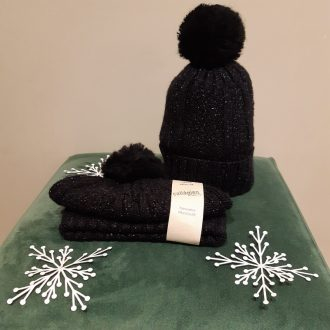 COLLEGIEN BONNET BRILLANT AVEC POMPON