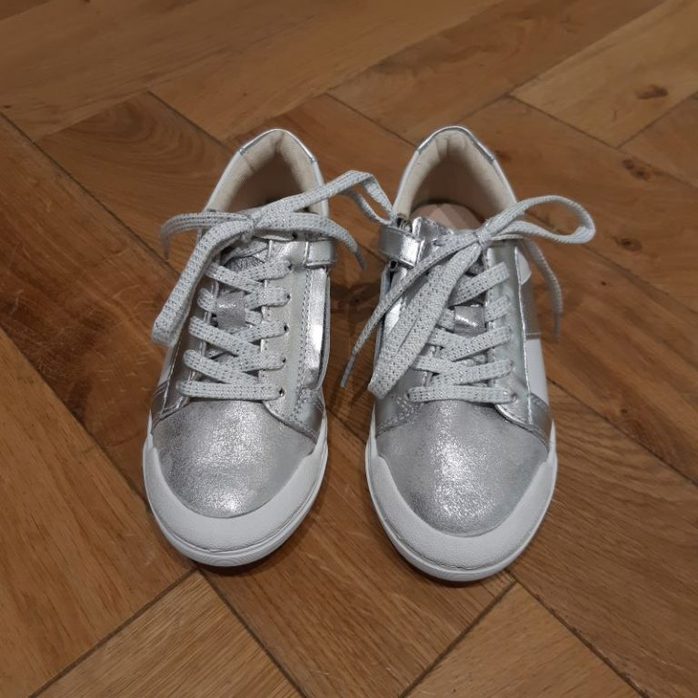10IS TEN FIT lo box silver white
